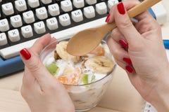 Υγιές μεσημεριανό διάλειμμα Στοκ φωτογραφίες με δικαίωμα ελεύθερης χρήσης