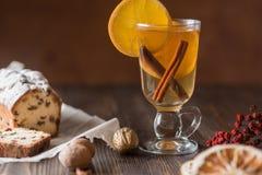 Υγιές οργανικό σπιτικό ποτό εορτασμού διακοπών στο γυαλί στοκ φωτογραφία