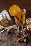 Υγιές οργανικό σπιτικό ποτό εορτασμού διακοπών στο γυαλί στοκ εικόνες με δικαίωμα ελεύθερης χρήσης