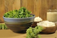 Υγιές πιάτο του Kale καρύδων Στοκ εικόνες με δικαίωμα ελεύθερης χρήσης