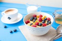 υγιές πρόγευμα δημητριακών με τον καφέ Στοκ Εικόνα
