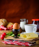 Υγιές πρόγευμα με το αυγό και το τυρί Στοκ φωτογραφίες με δικαίωμα ελεύθερης χρήσης