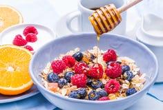 Υγιές πρόγευμα με το muesli Στοκ εικόνες με δικαίωμα ελεύθερης χρήσης