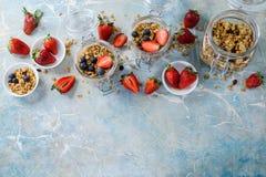 Υγιές πρόγευμα του muesli, φράουλα Στοκ φωτογραφία με δικαίωμα ελεύθερης χρήσης