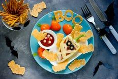 Υγιές πρόχειρο φαγητό ή μεσημεριανό γεύμα μωρών - γεμισμένη μούμια πιπεριών κουδουνιών με το sa Στοκ εικόνα με δικαίωμα ελεύθερης χρήσης