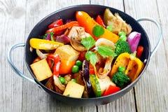 Υγιές πρόχειρο φαγητό των λαχανικών και tofu ψητού Στοκ φωτογραφία με δικαίωμα ελεύθερης χρήσης