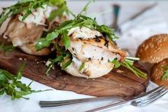 Υγιές σάντουιτς με το κοτόπουλο και το rukola Στοκ Εικόνα