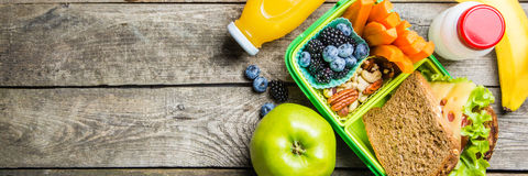 Υγιές σχολικό καλαθάκι με φαγητό Στοκ εικόνα με δικαίωμα ελεύθερης χρήσης