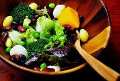 Υγιές φρέσκο υπόβαθρο τροφίμων σαλάτας Στοκ Φωτογραφία
