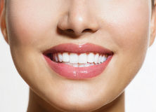 Υγιές χαμόγελο. Δόντια Whitenin Στοκ φωτογραφία με δικαίωμα ελεύθερης χρήσης