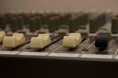 υγιές ύφος μουσικής s αναμικτών εξοπλισμού του DJ Στοκ Εικόνες