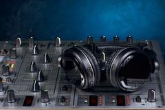 υγιές ύφος μουσικής s αναμικτών εξοπλισμού του DJ Στοκ Φωτογραφίες