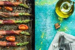 Υγιές brunch, περικαλύμματα prosciutto σπαραγγιού Στοκ εικόνα με δικαίωμα ελεύθερης χρήσης