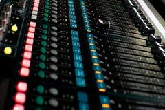 Υγιής έλεγχος αναμικτών για τη ζωντανή μουσική Στοκ φωτογραφία με δικαίωμα ελεύθερης χρήσης