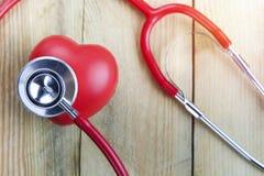 Υγιής έννοια δαπέδων τζακιού, γιατρός αυτιών στο ξύλο Στοκ φωτογραφίες με δικαίωμα ελεύθερης χρήσης