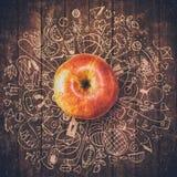 Υγιής έννοια τρόπου ζωής με το μήλο και doodles Στοκ Φωτογραφία