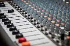 Υγιής αναμίκτης χρήσιμος για τη διάφορη μουσική και τα υγιή θέματα Υγιής ενισχυτής ενισχυτών Στοκ φωτογραφία με δικαίωμα ελεύθερης χρήσης