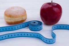 Υγιής και ανθυγειινή έννοια κατανάλωσης στοκ φωτογραφία