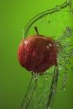 Υγιής μήλων κόκκινος παφλασμός νερού eco οργανικός φρέσκος στοκ φωτογραφία με δικαίωμα ελεύθερης χρήσης