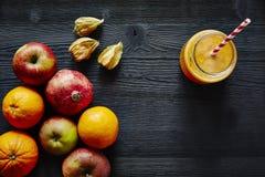 Υγιής οργανικός χυμός ροδιών της Apple πορτοκαλής Στοκ Εικόνα