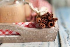 Υγιής πίτα της Apple καταφερτζήδων με τα καρύδια και τα καρυκεύματα φθινοπώρου Στοκ φωτογραφία με δικαίωμα ελεύθερης χρήσης