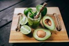Υγιής πράσινος καταφερτζής χυμού Στοκ Εικόνες