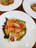 υγιής σαλάτα σολομών τροφίμων Στοκ Φωτογραφίες