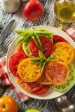 Υγιής σαλάτα ντοματών οικογενειακών κειμηλίων Στοκ Φωτογραφίες