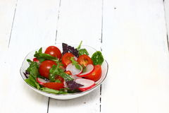 Υγιής σαλάτα σε ένα πιάτο Στοκ φωτογραφία με δικαίωμα ελεύθερης χρήσης