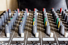 υγιής τεχνολογία μουσικής αναμικτών κονσολών ηλεκτρονική Στοκ φωτογραφία με δικαίωμα ελεύθερης χρήσης