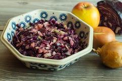 Υγιής φρέσκια σαλάτα κόκκινων λάχανων Στοκ φωτογραφία με δικαίωμα ελεύθερης χρήσης
