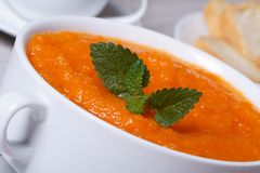 Υγιής φυτική σούπα κρέμας της μακροεντολής καρότων Στοκ Φωτογραφίες