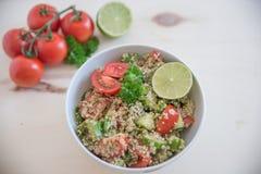 Υγιής quinoa σαλάτα κύπελλων Στοκ Φωτογραφίες