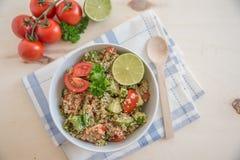 Υγιής quinoa σαλάτα κύπελλων Στοκ εικόνες με δικαίωμα ελεύθερης χρήσης