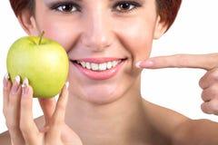 Υγιή άσπρα δόντια χαμόγελου Στοκ Εικόνα