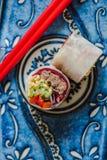 Υγιή δαγκώματα βόειου κρέατος και σαλάτας Teriyaki στοκ φωτογραφίες με δικαίωμα ελεύθερης χρήσης
