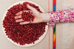 Υγιή και νόστιμα χορτοφάγα βιταμίνες και αντιοξειδωτικοοι τροφίμων σε ένα πιάτο Στοκ Φωτογραφία