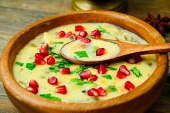 Υγιή και τρόφιμα διατροφής: Σούπα των ψαριών με Στοκ Φωτογραφία