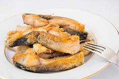 Υγιή και τρόφιμα διατροφής: Τηγανισμένος κυπρίνος ψαριών Στοκ φωτογραφία με δικαίωμα ελεύθερης χρήσης