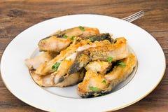 Υγιή και τρόφιμα διατροφής: Τηγανισμένος κυπρίνος ψαριών Στοκ φωτογραφίες με δικαίωμα ελεύθερης χρήσης