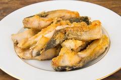 Υγιή και τρόφιμα διατροφής: Τηγανισμένος κυπρίνος ψαριών Στοκ Εικόνες