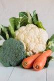 Υγιή καρότα και κουνουπίδι μπρόκολου Στοκ Εικόνες