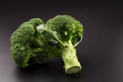 Υγιή πράσινα οργανικά ακατέργαστα Florets μπρόκολου έτοιμα για το μαγείρεμα Στοκ εικόνες με δικαίωμα ελεύθερης χρήσης