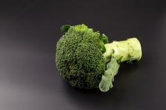 Υγιή πράσινα οργανικά ακατέργαστα Florets μπρόκολου έτοιμα για το μαγείρεμα Στοκ φωτογραφίες με δικαίωμα ελεύθερης χρήσης