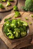 Υγιή πράσινα οργανικά ακατέργαστα Florets μπρόκολου Στοκ Εικόνες