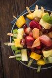 Υγιή πρόχειρα φαγητά κομμάτων, φρούτα kebabs Στοκ φωτογραφία με δικαίωμα ελεύθερης χρήσης