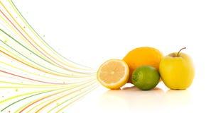 Υγιή τροπικά φρούτα με τις ζωηρόχρωμες αφηρημένες γραμμές Στοκ εικόνες με δικαίωμα ελεύθερης χρήσης