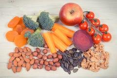 Υγιή τρόφιμα για τη δύναμη εγκεφάλου και την καλή μνήμη, θρεπτικά περιέχοντα φυσικά μεταλλεύματα κατανάλωσης Στοκ Φωτογραφία