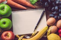 Υγιή τρόφιμα και πλάνισμα για τη διατροφή στοκ φωτογραφία με δικαίωμα ελεύθερης χρήσης