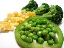 Υγιή τρόφιμα κατανάλωσης που απομονώνονται, sativum καλαμπόκι πάπρικας πιπεριών κουδουνιών Pisum μπιζελιών κήπων μπρόκολου Στοκ Εικόνες